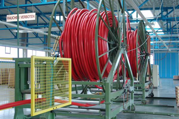 Processing in the endless machine fire hose with internal rubber lining